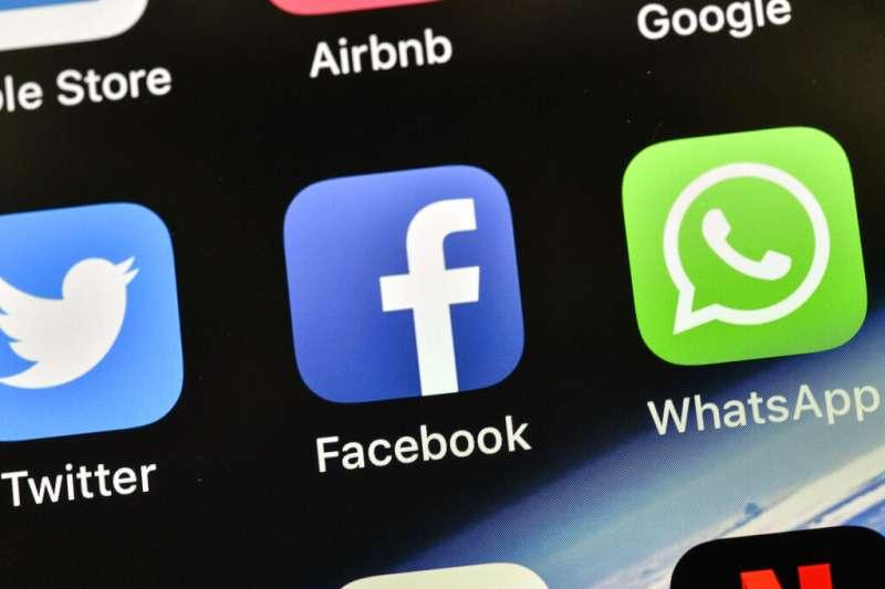 推特、臉書、WhatsApp。(美聯社)