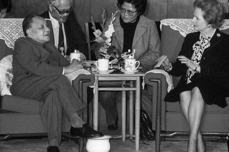 1984年12月19日,鄧小平會見英國首相柴契爾夫人。(BBC)