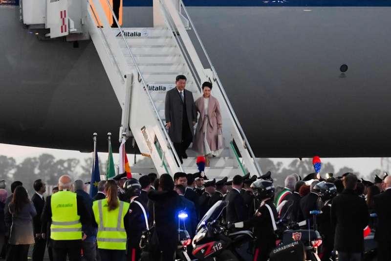 習近平抵達羅馬開始訪問。(BBC中文網)