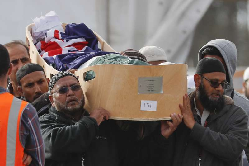 2019年3月22日,紐西蘭全國悼念基督城清真寺恐攻死難者(AP)