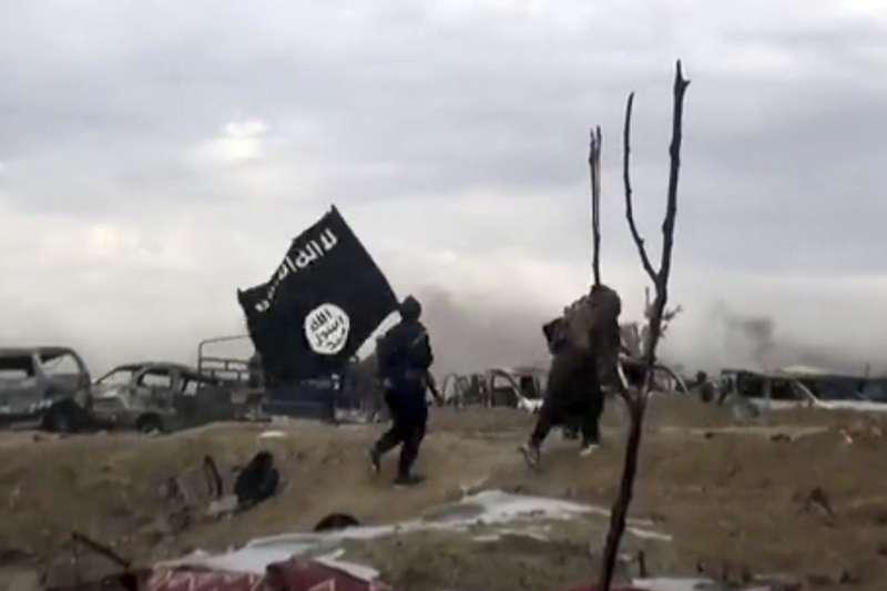 2019年3月,伊斯蘭國(IS)戰士在敘利亞庫德族「敘利亞民主軍」與美軍圍攻之下負隅頑抗(AP)