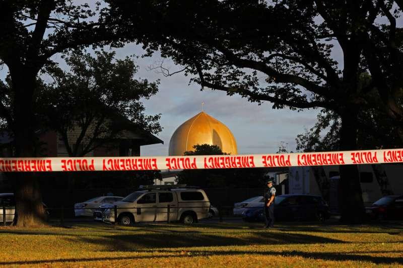 清真寺恐攻案後,努爾清真寺在紐西蘭警力包圍下被封閉達一週。(AP)