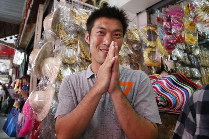 泰國未來前進黨黨魁塔納通深受年輕族群歡迎(美聯社)
