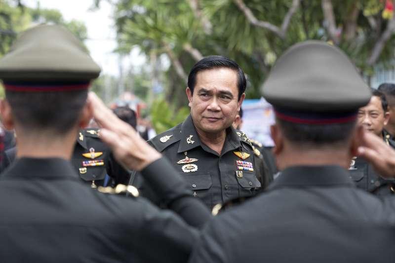 軍人出身、政變上台的泰國現任總理帕拉育(Prayuth Chan-ocha,中)。(美聯社)