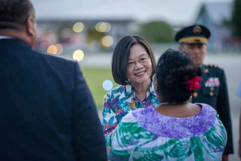 20190324-總統蔡英文「海洋民主之旅」24日下午抵達諾魯國際機場。(取自蔡英文臉書)