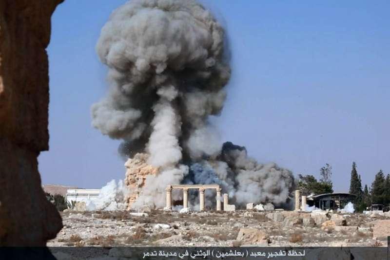 2015年8月25日,伊斯蘭國在社群媒體釋出轟炸敘利亞古城帕邁拉的照片。(美聯社)