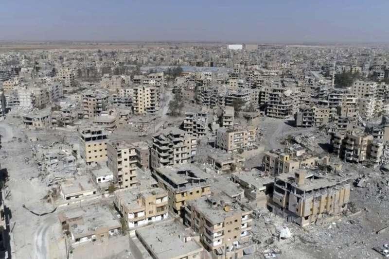 伊斯蘭國在敘利亞城市拉卡(Raqqa)建立的哈里發國(caliphate),如今已成廢墟。(美聯社)