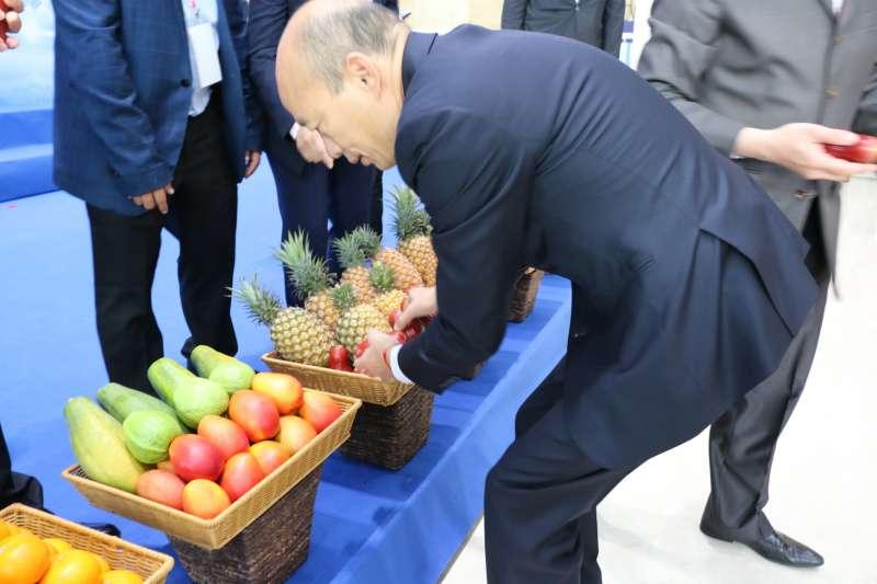 高雄市長韓國瑜出訪拚訂單,結果陸委會說要罰他五十萬。(高雄市政府提供)