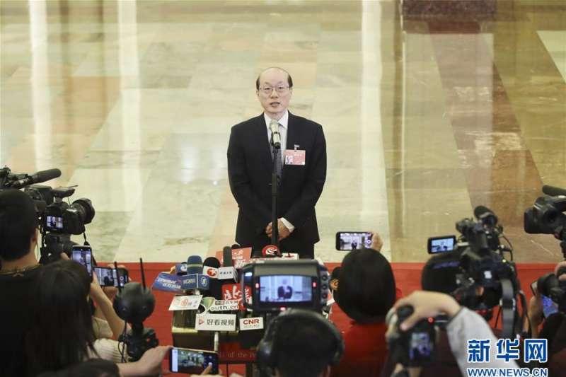 2019年3月5日,中國第十三屆全國人民代表大會第二次會議在北京人民大會堂開幕。國務院台灣事務辦公室主任劉結一接受採訪。 (新華社)