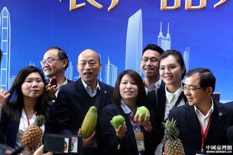 高雄市長韓國瑜25日前往平湖海吉星國際農產品物流園區參加深圳與高雄產品採購簽約儀式。(中國台灣網)