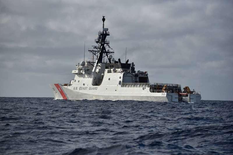 美國海岸防衛隊(US Coast Guard)巡防艦「巴索夫號」(USCGC Bertholf),攝於日本佐世保(USCGC Bertholf FB)