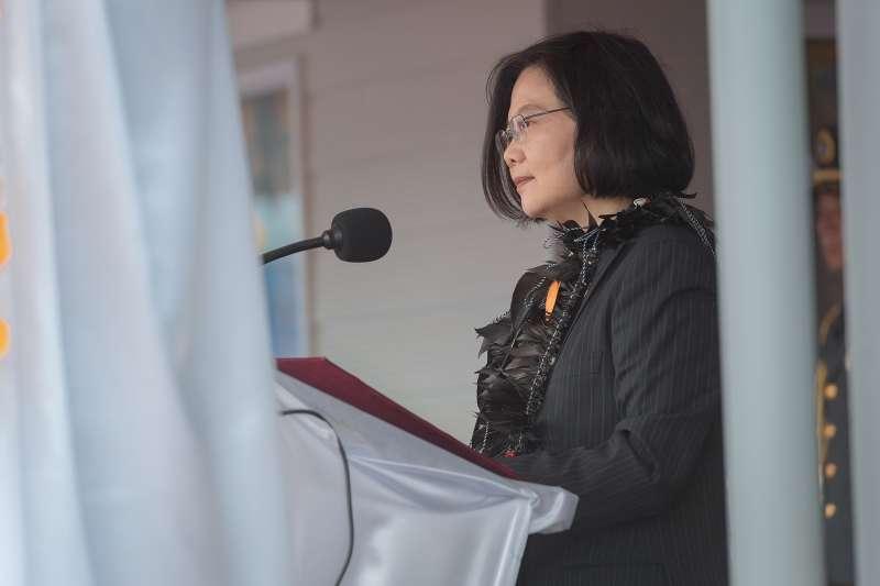 20190325-總統蔡英文「海洋民主之旅」第2站訪諾魯,25日參加諾魯正式歡迎儀式暨頒贈瓦卡總統「采玉大勳章」。(取自總統府@Flickr)