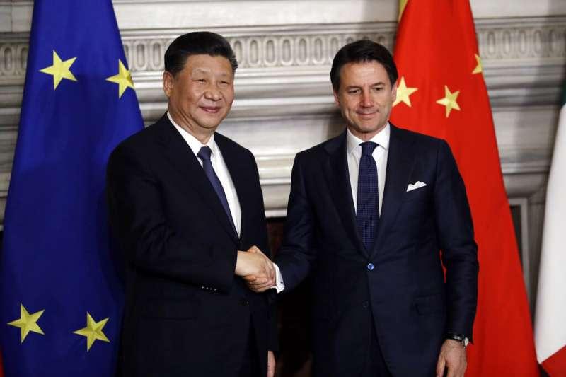 習近平與義大利總理孔蒂。(美聯社)