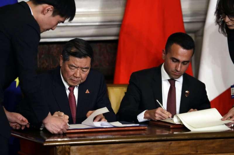 中義簽署「一帶一路」備忘錄。(美聯社)