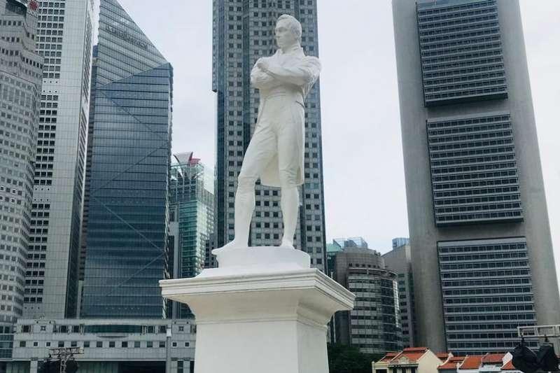 新加坡正舉辦盛大慶祝活動,紀念英國殖民時期政治家萊佛士爵士登陸200年。但一些人對於紀念英國殖民者的做法感到不滿。(德國之聲)