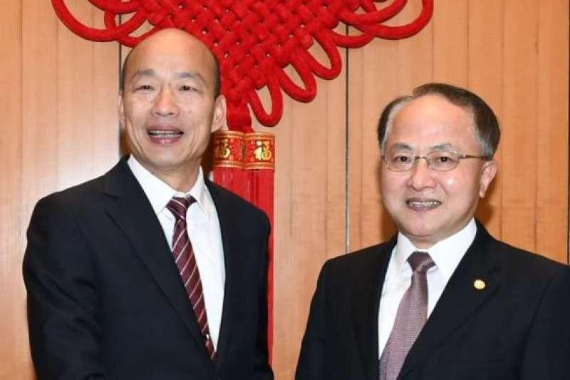 高雄市長韓國瑜拜會香港中聯辦主任引發爭議,他回應「歪嘴雞不需要挑米吃」。(BBC中文網)