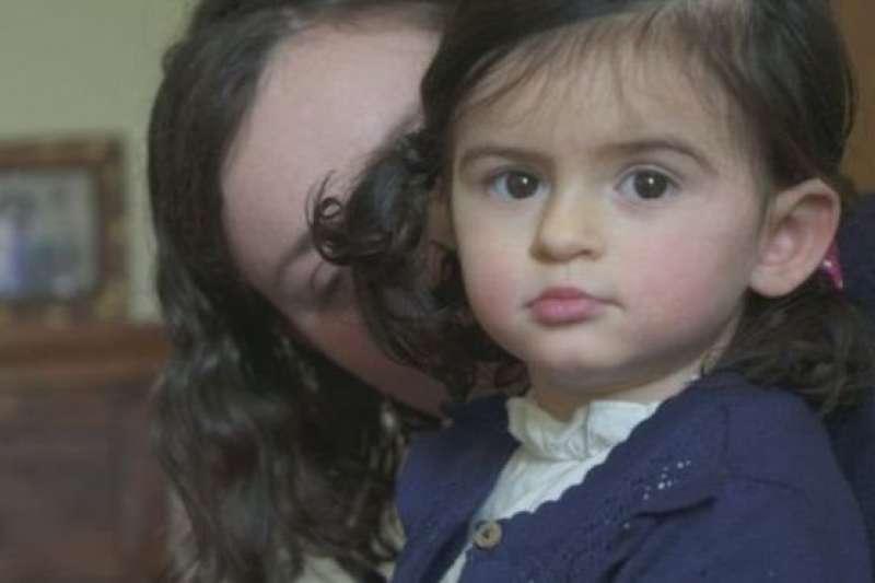 蘇格蘭小朋友安雅得了一種罕見疾病。(BBC中文網)