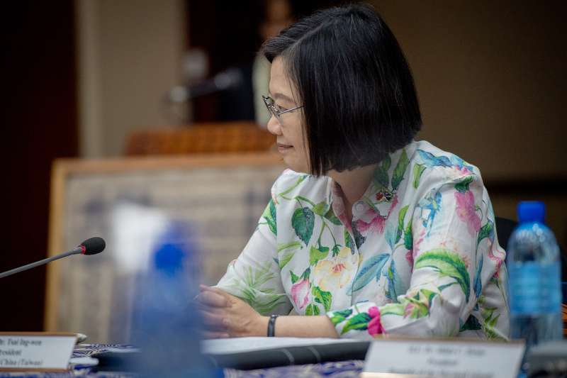 總統蔡英文出訪不忘接受深綠電台訪問批高雄市長韓國瑜。(取自總統府@Flickr)