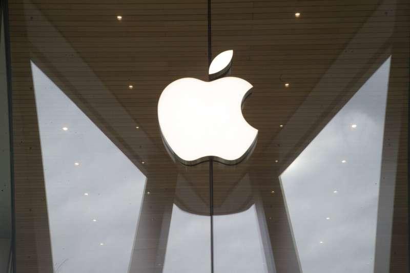 蘋果日前宣布包含台積電、鴻海、和碩等多家台灣供應商已加入潔淨能源計畫,承諾將百分之百使用綠電生產蘋果產品。示意圖。(資料照,美聯社)