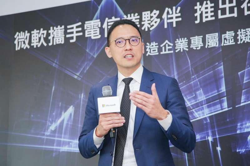 台灣微軟總經理孫基康宣布與四大電信夥伴合作推出在地化Azure ExpressRoute服務。(圖/台灣微軟提供)