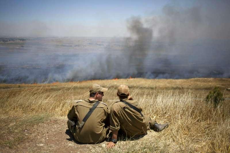 以色列軍人在戈蘭高地前線。(AP)