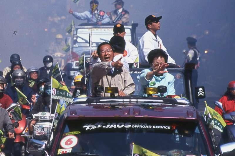 1999年民進黨傾全黨之力幫陳水扁參選總統解套。(新新聞資料照)
