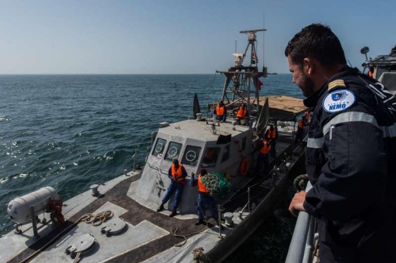 20190327-美國海軍非洲司令部日前在官方臉書上發布與塞內加爾、甘比亞海軍執行「疾速團結 2019」演習,過去我國和甘比亞斷交前所軍援的「海鷗快艇」也出現在操演中。(取自Marine nationale@Twitter)