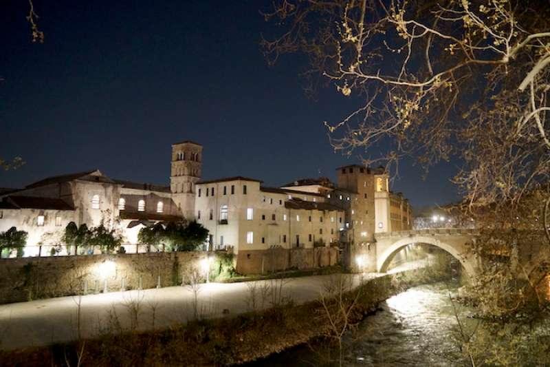 羅馬護城河上的聖巴爾托羅枚歐聖殿(曾廣儀攝)