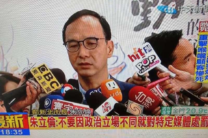 前新北市長在臉書直播地震的防範之道。(取自朱立倫臉書)