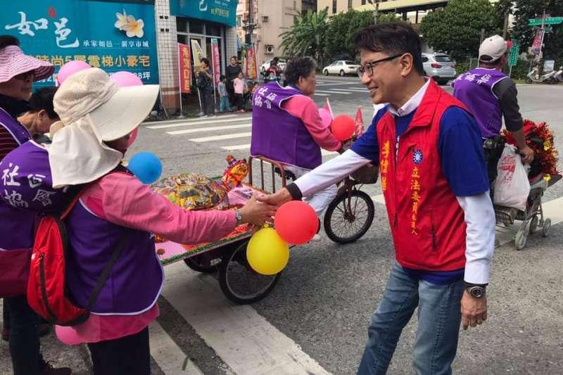 針對總統大選,國民黨宜蘭縣立委參選人李偉華近日策劃「宜蘭連線」街頭民調,結果顯示韓國瑜43%支持度高於對郭台銘34%。(資料照,取自李偉華臉書)