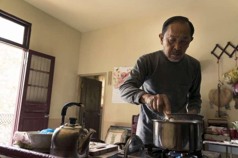 為何有房有積蓄、子女也還算孝順的老人要自殺?(圖/威視提供)