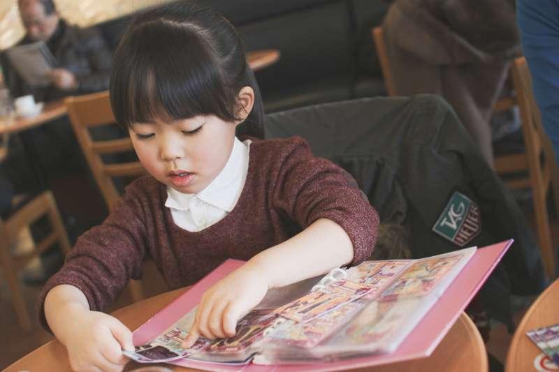 家長被孩子問「為什麼」的時候,請盡可能回答他們。(圖/flickr)