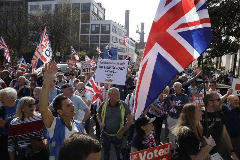 2019年2月,英國陷入脫歐亂局,這是支持脫歐派(AP)