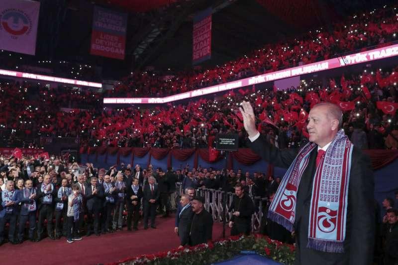土耳其總統艾爾多安26日對正義與發展黨的支持者表示,他要將聖索菲雅大教亞改為清真寺。(美聯社)