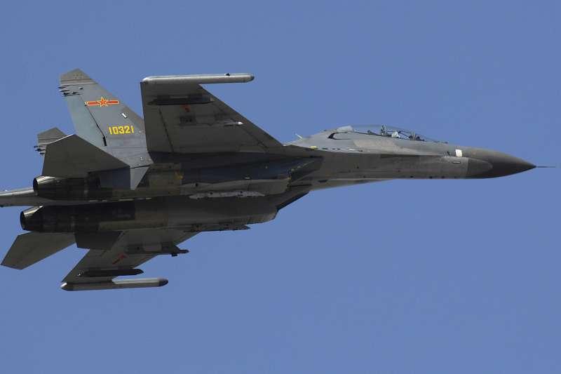媒體報導,共軍前天開始,在浙江外海展開為期6天的實彈演習。圖為中共殲-11S戰機。(資料照,取自維基百科,版權屬公有領域)
