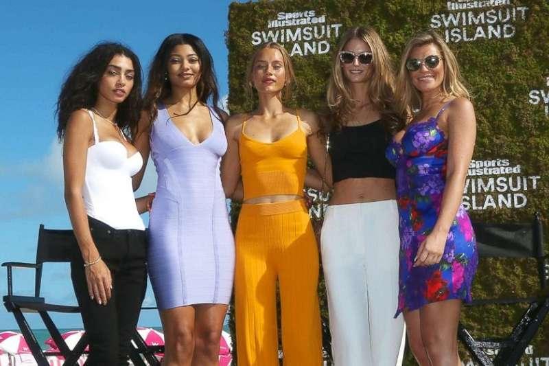洋基外野史坦頓大方認愛,新女友是登過《運動畫刊》泳裝特刊的名模卡特(中) ,圖中右二博克是NBA球星勒夫女友。(美聯社)
