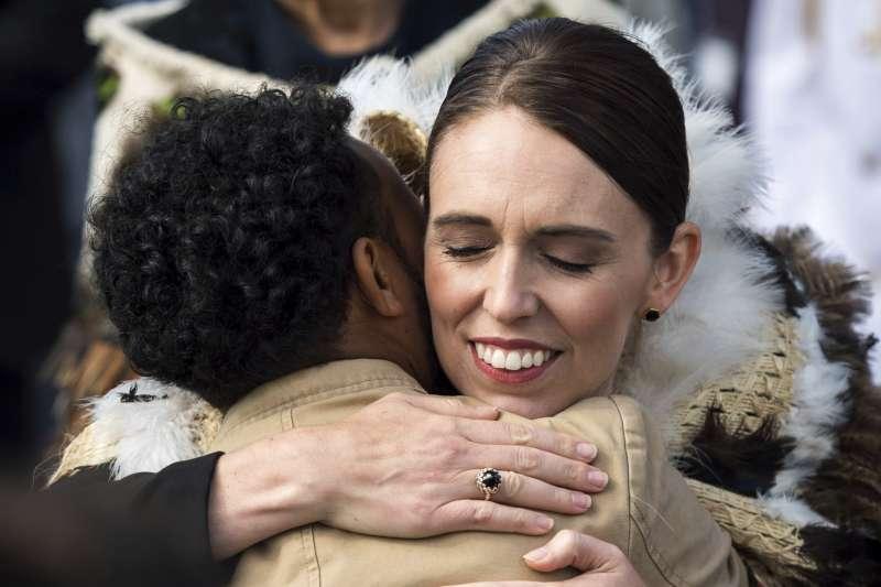 紐西蘭清真寺恐攻之後,總理雅頓(Jacinda Ardern)表現備受全球關注(AP)