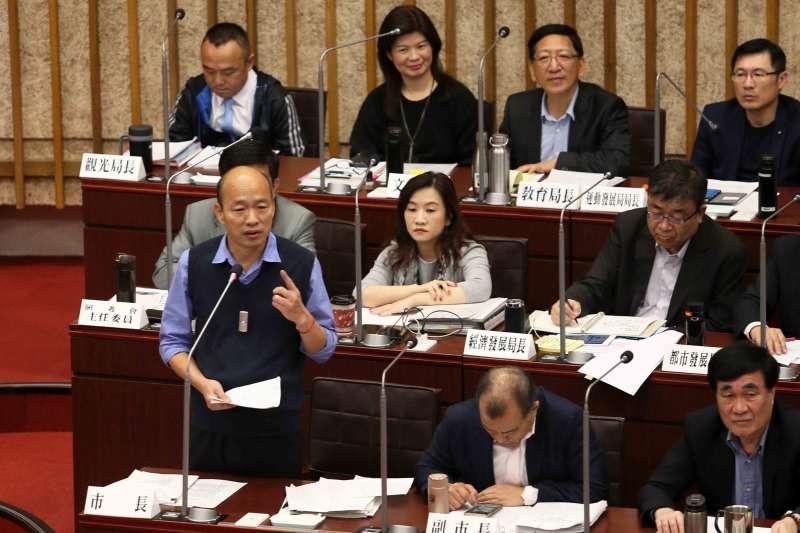 高雄市長韓國瑜拚經濟,還要每天應付是否選總統的問題。圖為韓國瑜議會備詢。(高雄市政府)