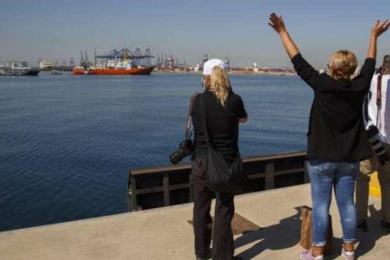 「水瓶座」號駛入巴倫西亞港。(作者提供)