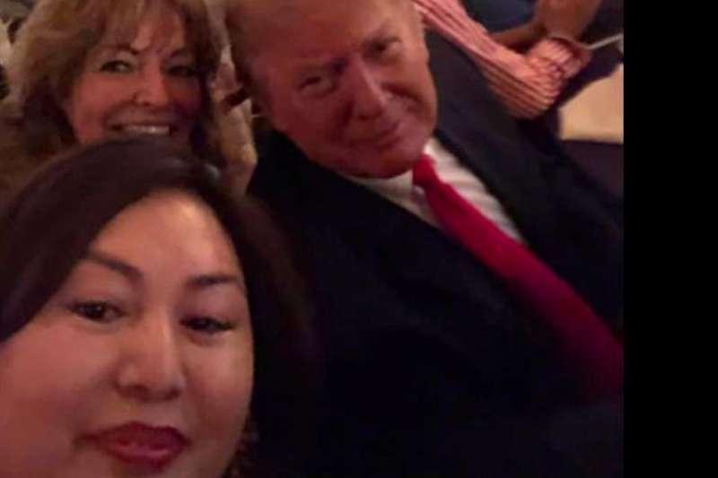 楊蒞(左下)在臉書上放了與川普的合照。