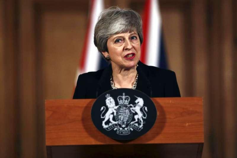 英國首相梅伊2日發表聲明,她將向歐盟請求進一步延長脫歐期限,爭取打破下議院僵局的時間。(AP)