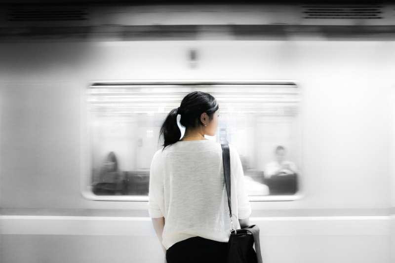 作者指出,置身國際潮流與在地變革中的台灣社會,重建正義社會與信任心理文化,進而創造健康均等的友善環境,是無可迴避的重大議程。(資料照,取自網路)