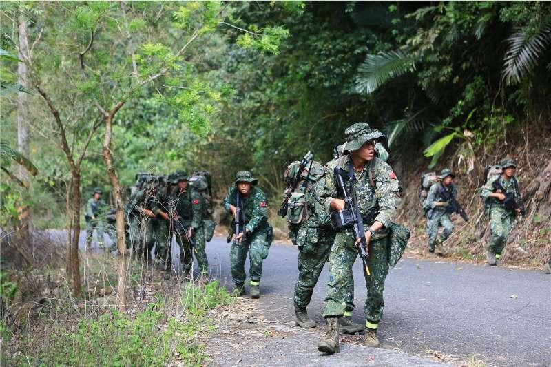 20190403-陸軍特指部近年多以山區為行軍訓練區域,據說目前最長距離的520公里行軍,就是某次山隘行軍跨越7縣市後,攻上合歡山主峰所完成。(取自青年日報)