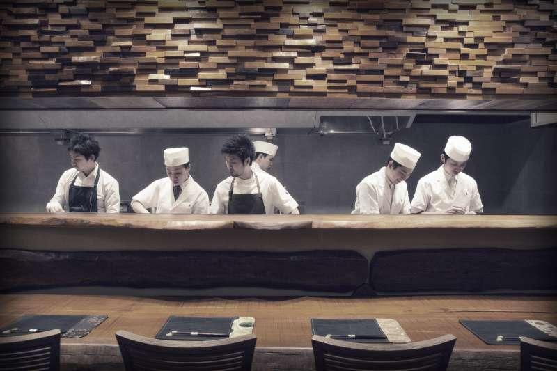 亞洲50大最佳餐廳第三名的米其林二星東京DEN餐廳,主廚長谷川在佑首度海外展店就在高雄,並由副手大將藤本詳一親身投入。(圖/國城建設集團提供)