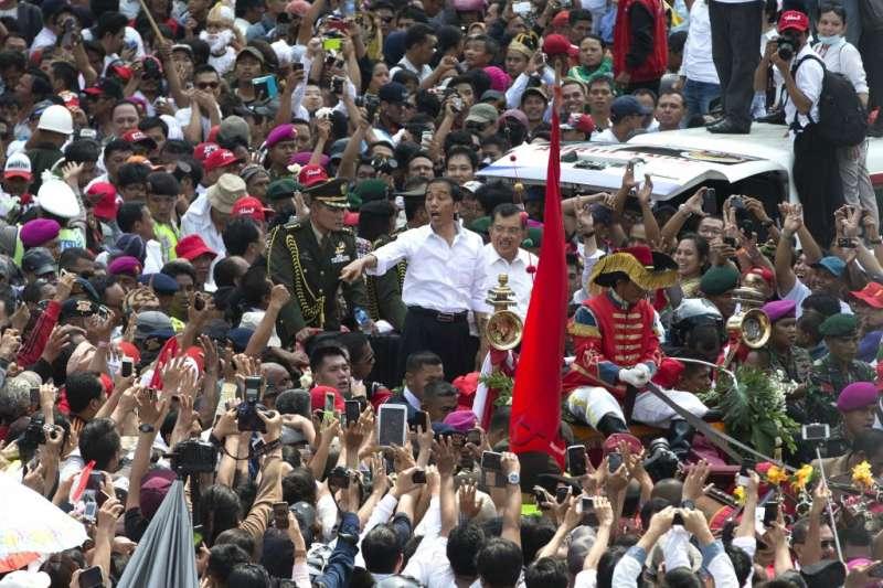 印尼總統佐科威尋求連任,他的民調持續領先(美聯社)