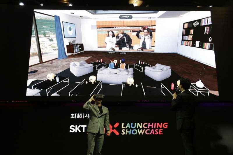 南韓SK電訊4月3日正式啟用5G服務,並且向媒體展示VR應用。(美聯社)