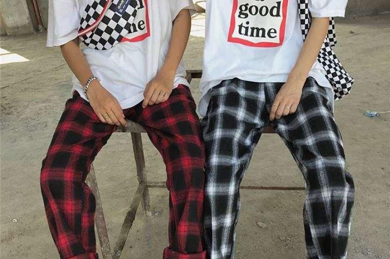 韓國春季流行的格紋褲。(取自「Shtick」臉書)