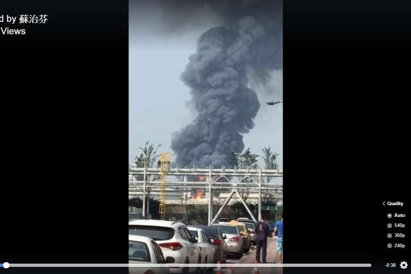 雲林麥寮六輕工業區於7日發生爆炸,台大公共衛生學院長詹長權呼籲啟動毒物監測,並做好撤離準備。(取自蘇治芬臉書)