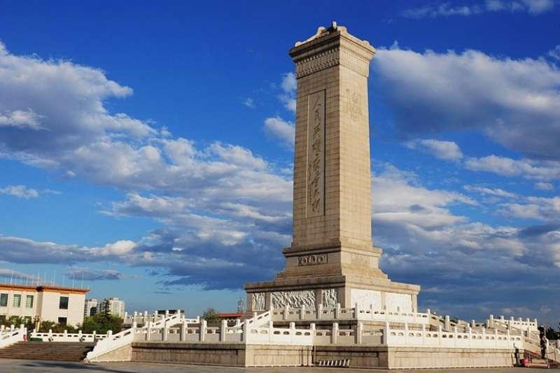 圖為天安門廣場上的人民英雄紀念碑,《英雄烈士保護法》明確規定其為紀念、緬懷英雄烈士的永久性紀念設施。