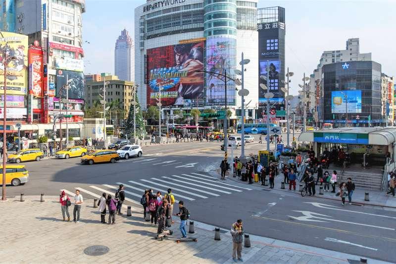 西門町店租不亞於東區,為何卻沒影響店家進駐的意願?(圖/維基百科)